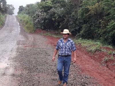 Vereador Gilsinho comemora melhorias na estrada que dá acesso à Cristalina