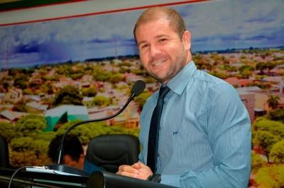 Gilberto reitera pedido de construção de muro na Escola Cândido Lemes