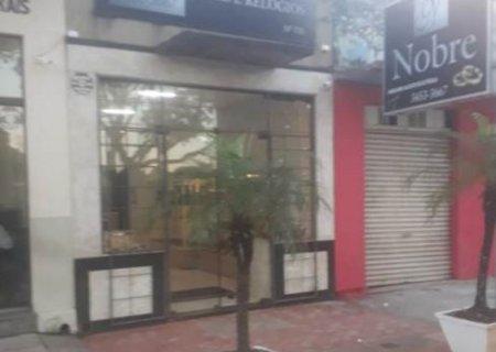 Relojoaria é assaltada em Caarapó; dupla leva dinheiro, joias e semijoias