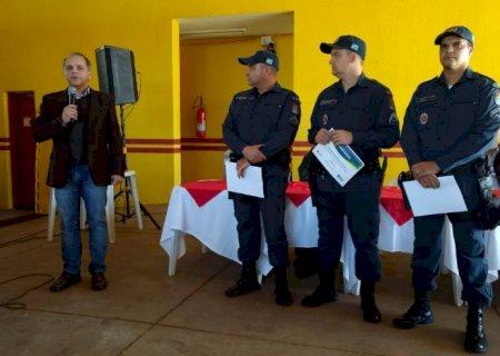 Em Caarapó, Coronel David entrega homengem a PM's por ato de bravura