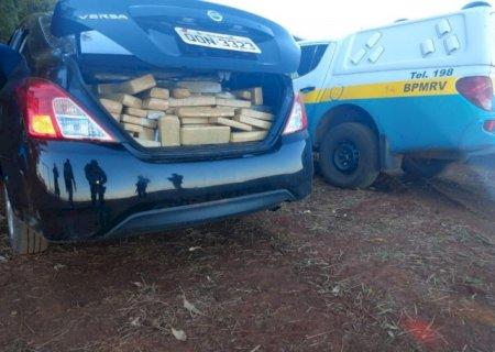 Em Caarapó, dupla abandona carro com 434 quilos de maconha durante fuga em rodovia