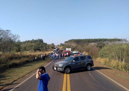 AGORA: Colisão entre carretas em Caarapó deixa um morto e BR-163 interditada
