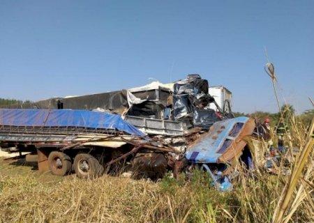 Acidente com morte e feridos envolveu duas carretas e dois caminhões entre Dourados e Caarapó