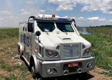 Bando que atacou carro-forte entre Caarapó e Amambai fugiu para Paraguai, mas sem dinheiro
