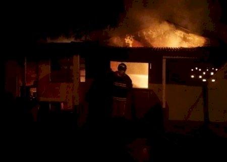 Inquilino incendeia casa de moradora após discussão em Nova Andradina