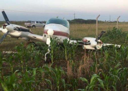 Avião bimotor que fez pouso forçado na fronteira estava irregular