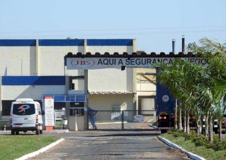 Nova Andradina: JBS retoma atividades abatendo 520 bois