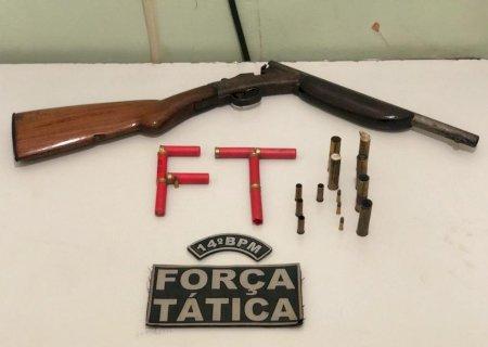 Em Culturama, motorista de carreta é preso com espingarda, cartuchos e munições