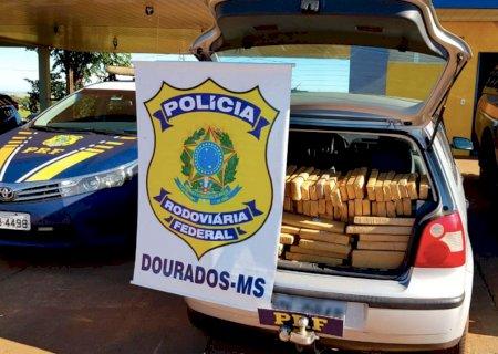 PRF apreende 254 Kg de maconha e prende batedores em Ponta Porã