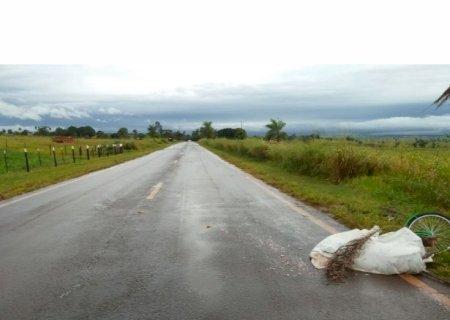 AGORA: Ciclista morre após ser atropelado por caminhão entre Ipezal e Deodápolis