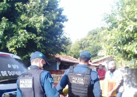 """Em Glória de Dourados, Conselho Comunitário de Segurança e Polícia Militar entregam alimentos da campanha """"O Essencial Não Para"""""""