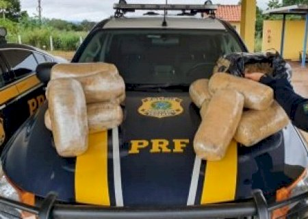 Pai e filho são presos por tráfico após polícia desconfiar de carro com pisca-alerta ligado em Dourados