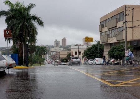 Sexta-feira tem previsão de chuva e alerta de vendaval para 56 cidades de MS