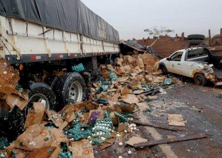 IVINHEMA: Grave acidente envolvendo caminhão com placas de Fátima do Sul, deixa três pessoas feridas