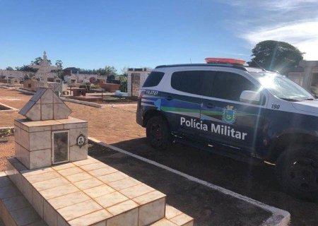Jovens são flagradas traficando drogas dentro de cemitério em Caarapó