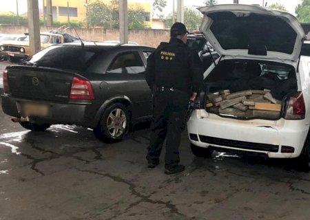 Veículos conduzidos por adolescentes de Deodápolis com mais de 200 quilos de maconha foi apreendido