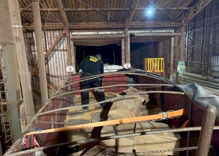 Carreta com mais de 17 toneladas de maconha foi apreendida pelo DOF em Caarapó durante a Operação Hórus