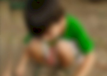 Mãe arremessa criança de 4 anos contra o chão e vai para a delegacia em MS