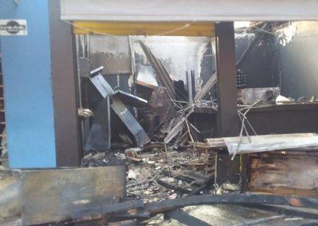 Incêndio atinge lanchonete e loja de moto em Dourados