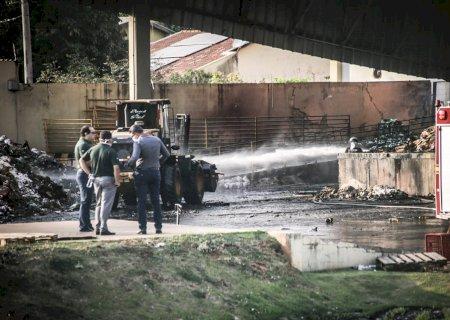 Voluntários madrugaram em combate ao incêndio no Atacadão, maior da história de MS