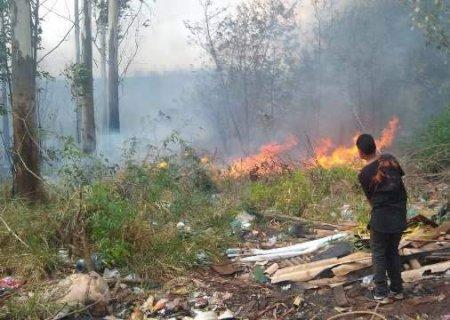 Incêndio começa em lixão e destrói barracos na Favela da Conquista em Campo Grande