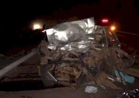 Oito pessoas morrem após colisão entre belina e carreta na BR-267