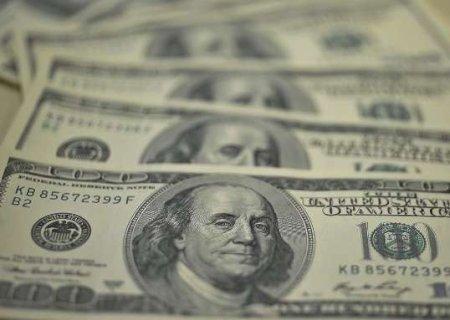 Dólar fecha perto da estabilidade com indefinição nos EUA e ruídos no Brasil