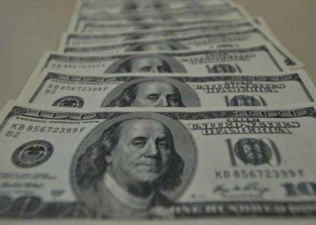 Dólar tem quarta semana seguida de alta e vai a R$ 5,67