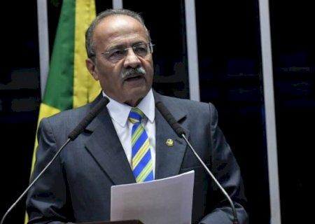 Senador pego com dinheiro na cueca deixará vice-liderança do governo Bolsonaro