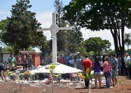Decreto estabelece que visitantes no cemitério devem usar máscara e ter distanciamento