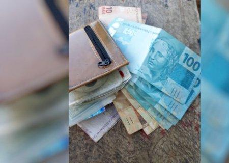 Cortador de cana encontra carteira com R$ 8 mil e devolve para dono de supermercado