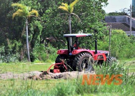 Serviços Urbanos dá 10 dias para proprietários limparem terrenos baldios em Dourados