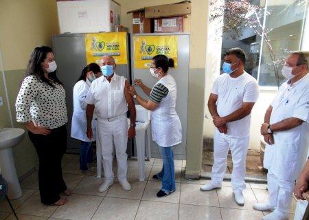 Naviraí fecha prefeitura após servidores testarem positivo para coronavírus