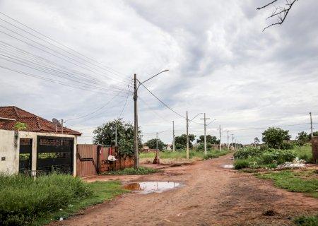 Jovem é assassinado com tiros nas costas e cabeça no portão de casa na capital