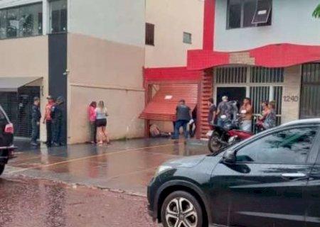 Homem morre eletrocutado após tentar ligar portão eletrônico em Ponta Porã