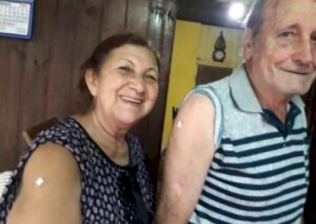 Após vencer a Covid, casal recebe a dose da vacina em Glória de Dourados