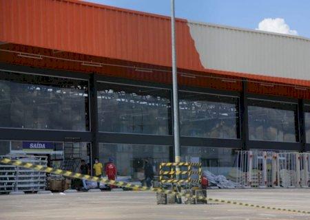 Seis meses após ser destruído em incêndio, atacadista pede autorização para reabrir em Campo Grande