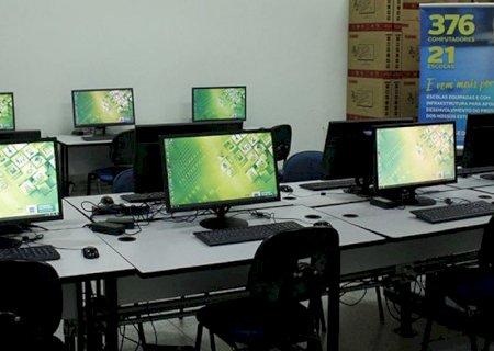 Reinaldo Azambuja entrega 376 computadores para melhorar aprendizado dos alunos
