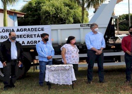 Governo de MS entrega caminhão para Associação dos Avicultores de Glória de Dourados