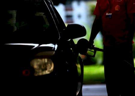 Litro da gasolina vendido nas refinarias reduz 1,9%