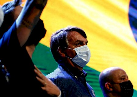 Bolsonaro repete, sem provas, que foi eleito no 1º turno e que houve fraude