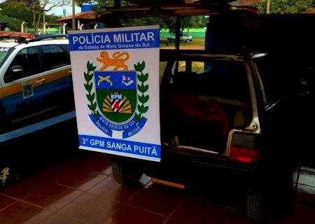 PM apreende carro transportando pneus e cigarros que seriam revendidos em Vicentina