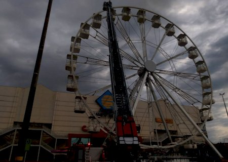 Resgate em roda gigante chama atenção em shopping da Capital