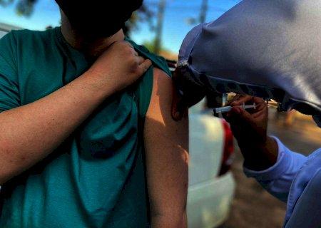Caminhoneiros acima de 21 anos podem vacinar contra Covid-19 a partir de amanhã