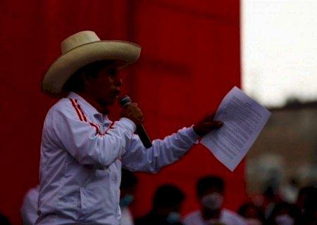 Peru: em apuração acirrada de mais de 98% dos votos, Castillo mantém liderança