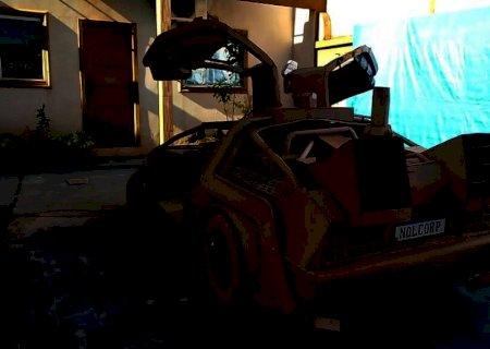 Douradense transforma papelão em carro de tamanho real