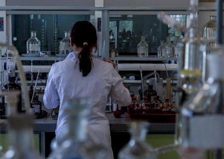 Aprovado projeto que autoriza fábricas de produtos veterinários a produzirem vacinas contra Covid-19