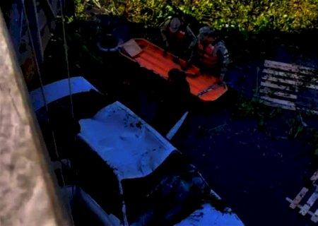 Vítimas de acidente eram taxistas; polícia encontrou cerveja dentro de carro