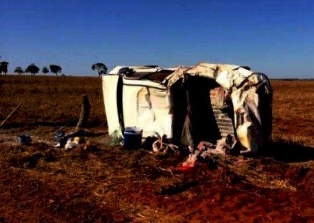 Crianças ficam em estado grave após motorista capotar caminhonete na MS-377