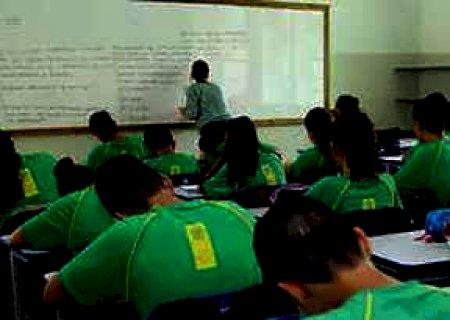 Concurso com 722 vagas para professores prevê salário de R$ 3,7 mil